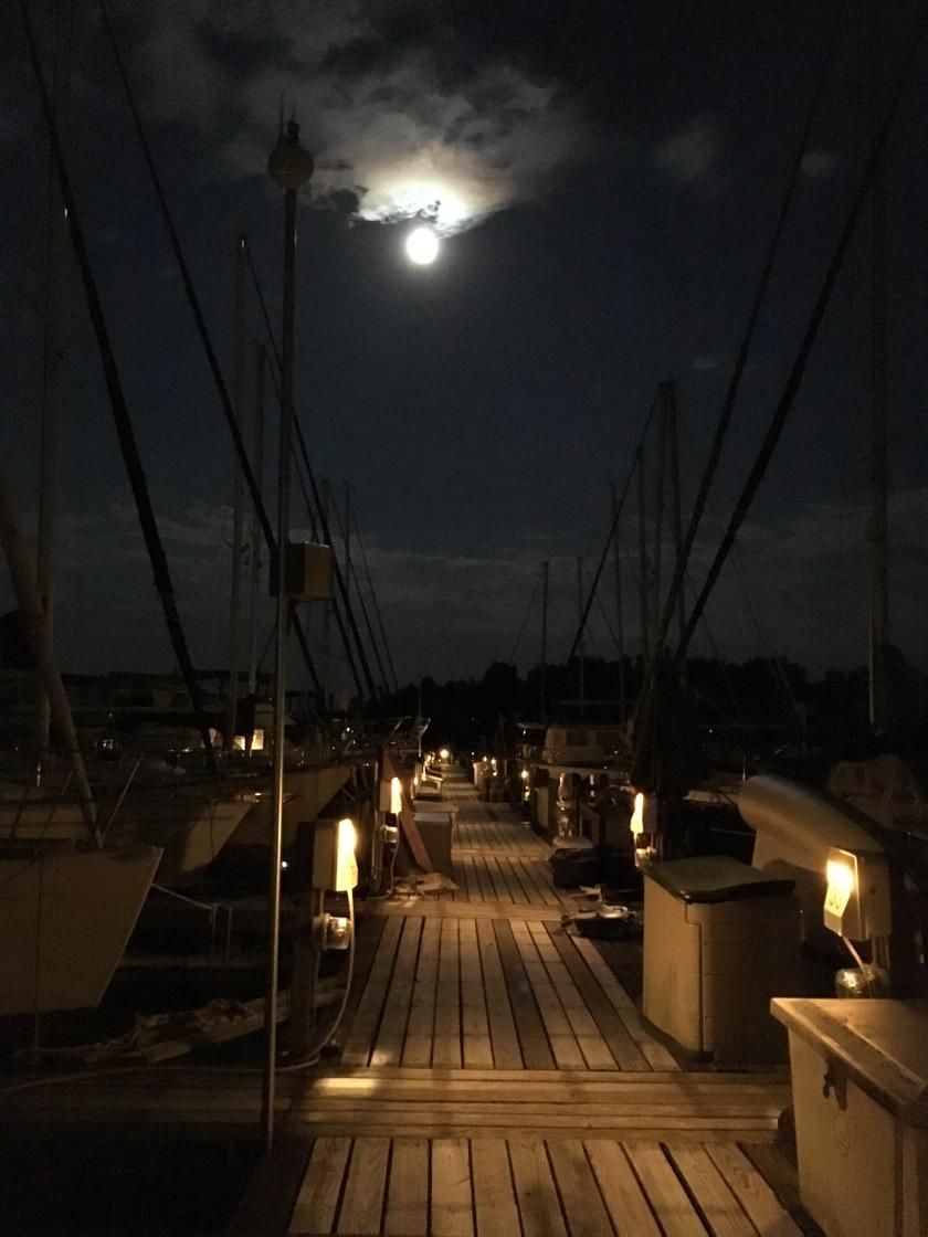 2016-9-16-moon-dock