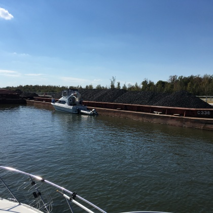 2016-10-27-sister-boat-tied-to-coal-barge