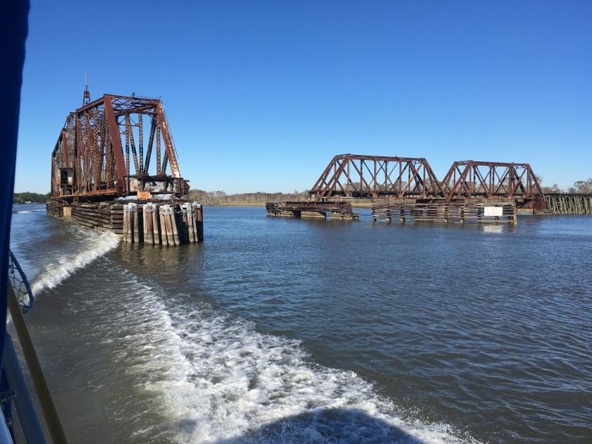 2016-12-10-swinging-bridge