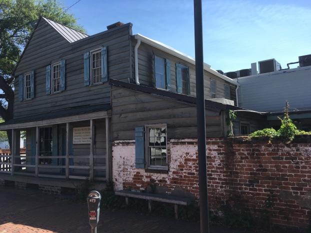 2017-4-22 pirates house